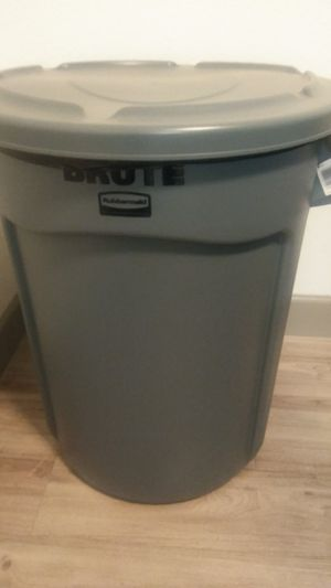 Large 33 gallon trash can for Sale in North Highlands, CA