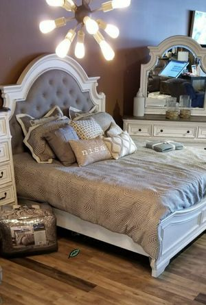 📢🍉 SPECIAL] Realyn Chipped White Panel Bedroom Set byAshley for Sale in Jessup, MD