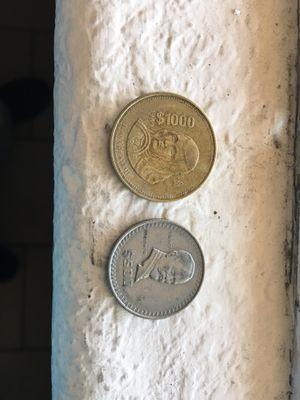 2 monedas mexicanas buenas condiciones for Sale in San Jose, CA