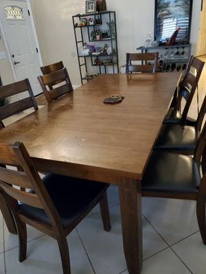 Free 8 Chair Dining Table for Sale in Riverside, CA