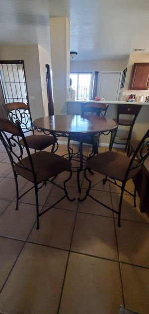 Dining table for Sale in Adelanto, CA