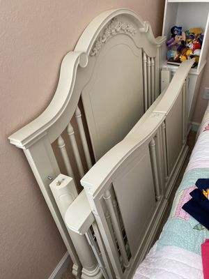 Bassett baby crib with mattress for Sale in Miami, FL
