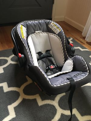 Graco® SnugRide SnugLock 35 Infant Car Seat- Accel *Comes with two bases *purchased Nov. 2018 $100 for Sale in Springfield, OR