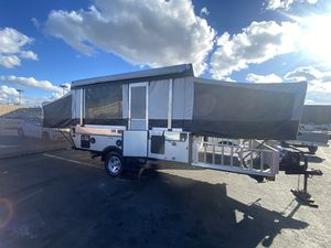 2010 Coleman evolution e3 tent trailer Toy hauler sleeps 6 for Sale in Tacoma, WA