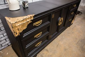 Black and gold dresser for Sale in Phoenix, AZ