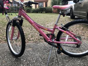 Girls trek mt220 mountain bike very good condition. Helmet and pads included for Sale in Lockhart, FL