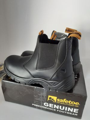 Work Boots Mens , size 12 us ,Steel Toe , Leather Water Resistant Slip on . for Sale in Las Vegas, NV