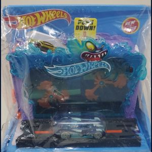 Hot Wheels Downtown Aquarium Bash. New in package. for Sale in Shoreline, WA