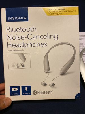 Open Box Insignia Bluetooth Noise-Canceling Headphones Retractable Earbuds for Sale in Farmers Branch, TX