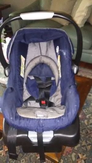 Eddie Bauer infant car seat with latch system base included for Sale in Greensboro, NC