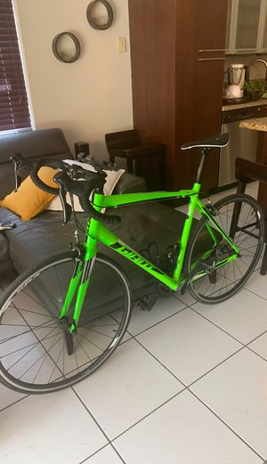 Giant Road Bike Large for Sale in Miami, FL
