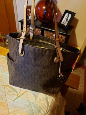 Authentic Micheal Kors large purse for Sale in Buffalo, NY