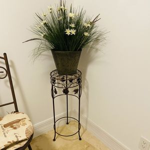 "Beautiful Designer Decor. High quality metal pot. Artistic artificial flowers. Like new condition. Pot itself (exclusive of decor) is 8"" tall. for Sale in West Palm Beach, FL"