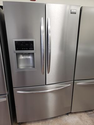 Frigidaire french door frige for Sale in Hartford, CT