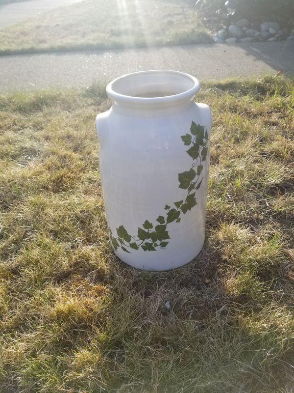Ceramic Ivy Milk Can