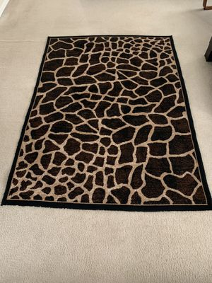 BEAUTIFUL ACCENT RUG for Sale in Orlando, FL