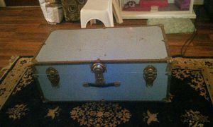 VINTAGE TRUNK for Sale in French Camp, CA