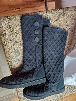 Ugg sweater boots. Black size 10 for Sale in Littleton, CO