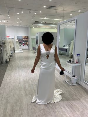 BRAND NEW WEDDING DRESS- NEVER WORN for Sale in Oak Park, IL