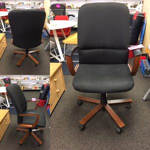 Adjustable computer chair/rolling office chair for Sale in Tampa, FL