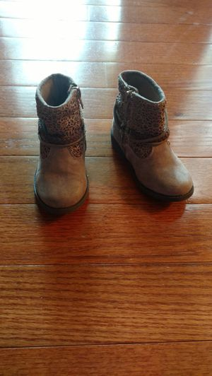 Tan girl boots size 7. for Sale in Columbia, MD