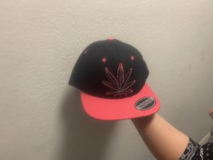 Hot pink and black snapback hat NEW for Sale in Hemet, CA