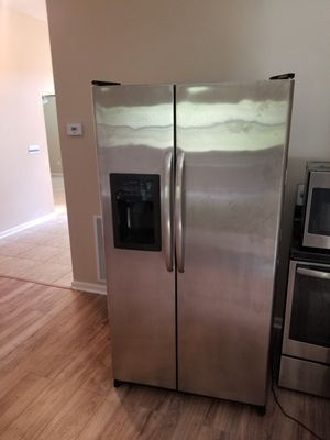STAINLESS STEEL GE REFRIGERATOR for Sale in Jacksonville, FL