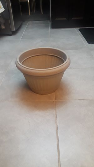 Flower pot for Sale in Aurora, CO