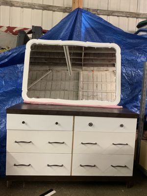 6 drawer dresser with mirror for Sale in Elma, WA
