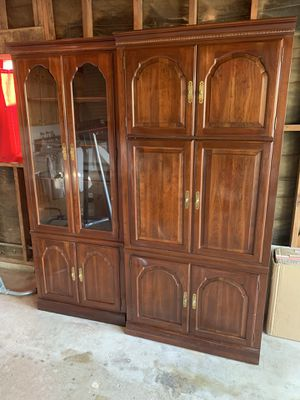 Beautiful hutch cabinet set! Very nice quality. Wood and Glass shelves. for Sale in Fresno, CA
