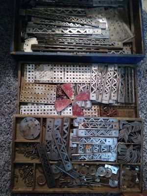 Vintage Engineer Erector 3 level (draws) set 1000 pieces for Sale in Kent, WA