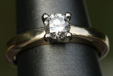 Over 1/2ct Solitaire Si1 18k Gold. Original receipt Included. Paid $1700 for Sale in Seattle,  WA