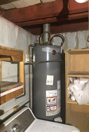 Gas water heater 40 gallons, like new for Sale in North Miami Beach, FL