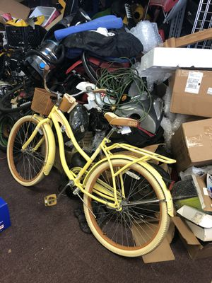 """Huffy 26"""" Nel Lusso Girls' Cruiser Bike- Yellow for Sale in Fort Lauderdale, FL"""