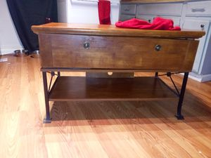 Cute stand/coffee table for Sale in Morgantown, WV