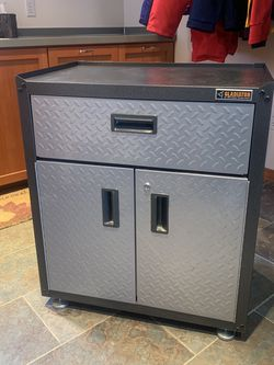 Gladiator 3/4 Utility Cabinet GAGB28KDYG for Sale in Sammamish,  WA