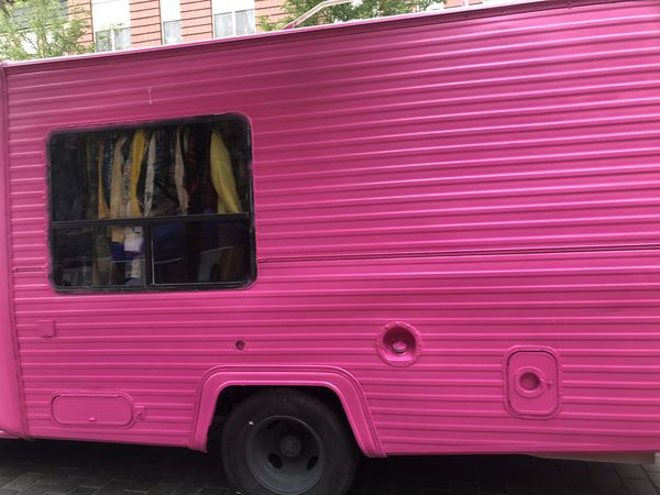 1987 Ford F-350 fashion truck or convert into food truck or ice cream