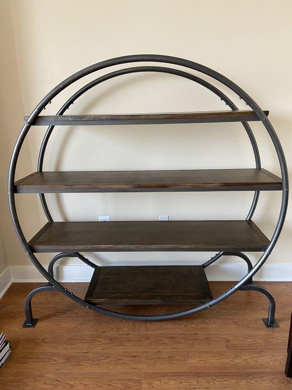 Round bookcase/bookshelf