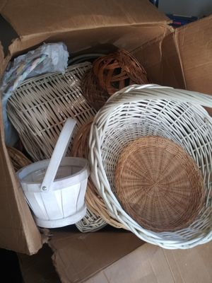 Large box of baskets for Sale in Plattsburg, MO