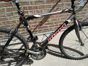 Giant mountain bike bicycle for Sale in Chicago, IL