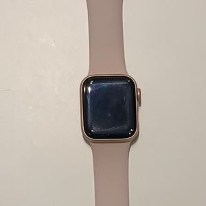 Apple Watch Series 5 40mm for Sale in Culver City, CA