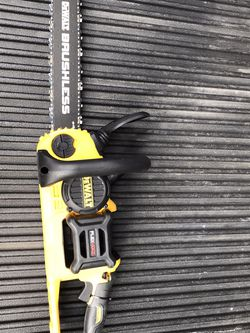 NEW DEWALT 16 in. 60V MAX Lithium-Ion Cordless FLEXVOLT Brushless Chainsaw (Tool Only) NO BATTERY NO CHARGER for Sale in Los Angeles,  CA