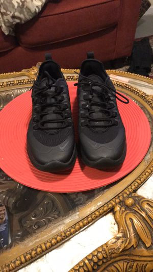 AIR MAX AXIS black size 9.5W for Sale in Bellwood, IL
