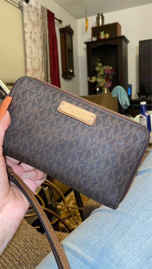 michael kors wallet for Sale in Fresno, CA