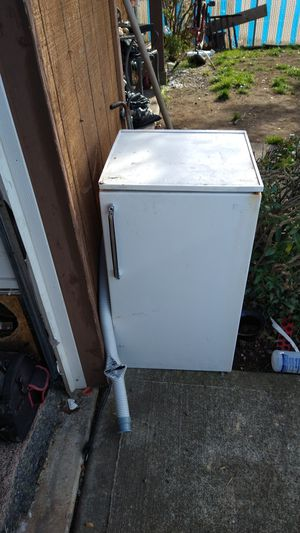 Mini fridge for Sale in Tacoma, WA