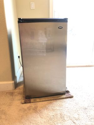 Mini fridge and freezer combo for Sale in Santa Clara, CA