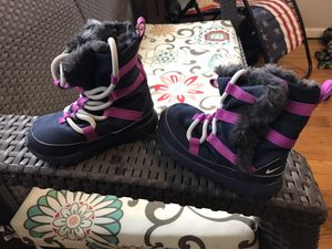 Girls Nike snow boots size 6c for Sale in Mount Healthy, OH
