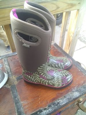 Women's size 7 BOGS boots worn one time for Sale in Virginia Beach, VA