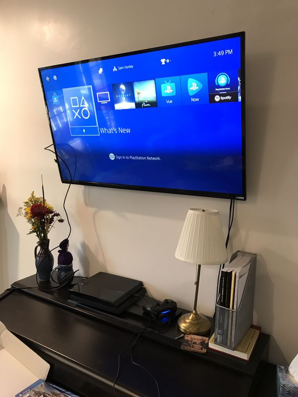 Original PS4 (500gb) with 5 games!