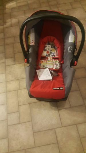 Car seat and base for Sale in New Iberia, LA
